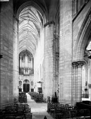 Eglise Saint-Gervais-Saint-Protais - Nef, vue du choeur