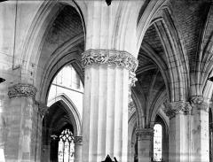 Eglise Saint-Gervais-Saint-Protais - Chapiteaux du déambulatoire, au sud
