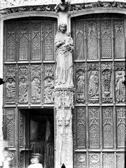 Eglise Saint-Gervais-Saint-Protais - Portail nord, la Vierge et l'Enfant, vantaux