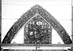 Ensemble archiépiscopal - Vitrail, déambulatoire, baie 57, Histoire de Joseph, premier panneau en haut