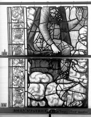 Eglise Saint-Patrice - Vitrail, fenêtre au fond du choeur, la Crucifixion, lancette de gauche, deuxième panneau supérieur