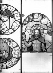 Eglise Saint-Patrice - Vitrail, fenêtre au fond du choeur, la Crucifixion, lancette médiane, premier panneau