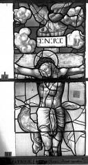 Eglise Saint-Patrice - Vitrail, fenêtre au fond du choeur, la Crucifixion, lancette médiane, troisième panneau