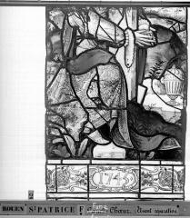 Eglise Saint-Patrice - Vitrail, fenêtre au fond du choeur, la Crucifixion, lancette médiane, cinquième panneau