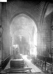 Eglise Saint-Pierre-ès-Liens - Nef, vue du choeur