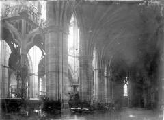 Cathédrale Notre-Dame - Nef: vue diagonale