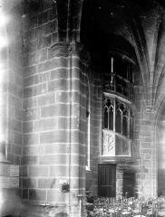 Cathédrale Notre-Dame - Intérieur: escalier