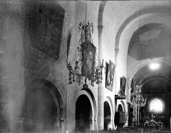 Eglise - Travées de la nef vues de l'entrée