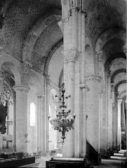 Eglise Saint-Nazaire - Bas-côté nord et nef vers l'ouest