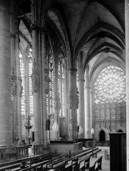 Eglise Saint-Nazaire - Transept côté sud et rose