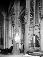 Eglise Saint-Nazaire - Intérieur: vue diagonale