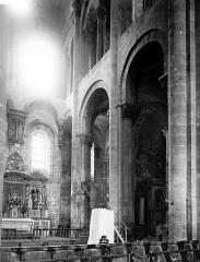 Ancienne abbaye Sainte-Foy - Croisée du transept vers l'est