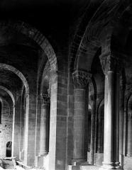 Ancienne abbaye Sainte-Foy - Travées de la nef vues de la tribune