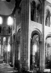 Ancienne abbaye Sainte-Foy - Croisée du transept et angle du choeur au sud