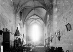 Eglise Saint-Jean - Nef vue de l'entrée