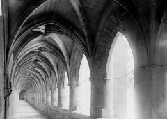 Ancienne chartreuse Saint-Sauveur - Cloître: galerie
