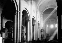 Eglise Saint-Amans - Nef: vue diagonale prise de l'entrée