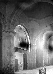Cathédrale Saint-Sauveur - Nef vue du choeur
