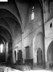 Cathédrale Saint-Sauveur - Nef vue de l'entrée