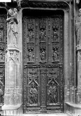 Cathédrale Saint-Sauveur - Portail: vantail droit