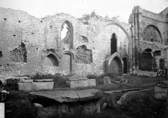 Nécropole des Alyscamps - Ruines de la nef et tombeaux