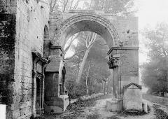 Nécropole des Alyscamps - Arc de Saint-Césaire (supposé)
