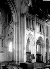 Eglise de Norrey-en-Bessin - Angle du transept et de la nef