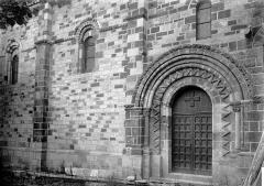Eglise Saint-Genès (anciennement église prieurale Saint-Etienne) - Portail