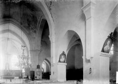Ancienne Abbaye cistercienne de la Bussière, actuellement Centre d'accueil et de rencontre - Nef vue de l'entrée et bas-côté sud