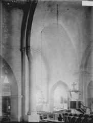 Ancienne Abbaye cistercienne de la Bussière, actuellement Centre d'accueil et de rencontre - Nef vue du croisillon sud