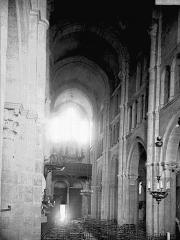 Eglise Saint-Andoche - Nef vue du choeur