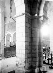 Eglise Saint-Florent - Pilier et vue diagonale de la nef