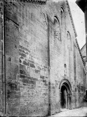 Eglise Saint-Vorles - Façade ouest: vue diagonale