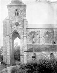 Eglise - Clocher et porche côté sud