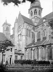 Eglise (collégiale) Notre-Dame - Bras du transept sud: vue extérieure et clocher