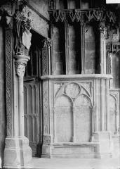 Eglise (collégiale) Notre-Dame - Portail: détail de l'ébrasement