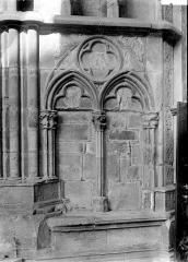 Eglise (collégiale) Notre-Dame - Portail: détail de l'ébrasement, arcatures aveugles