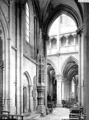 Eglise (collégiale) Notre-Dame - Nef: vue diagonale et ciborium