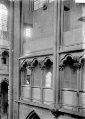 Eglise (collégiale) Notre-Dame - Triforium et fenêtres hautes: détail
