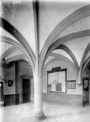 Palais des Ducs et des Etats de Bourgogne - Vestibule carré, 15e siècle