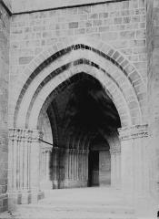 Eglise Sainte-Valérie - Porche