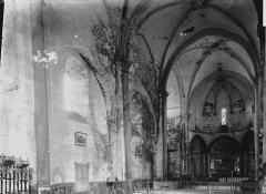 Eglise Saint-Pierre et Saint-Pardoux - Nef vue de l'entrée