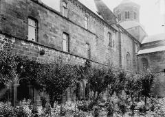Ancienne abbaye Saint-Etienne - Bâtiment abbatial : Façade ouest en perspective