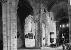 Ancienne abbaye - Nef vue de l'entrée