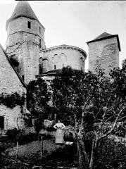 Eglise Saint-Robert - Eglise, abside et clocher
