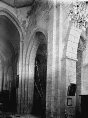 Eglise Saint-Pierre - Intérieur: vue diagonale