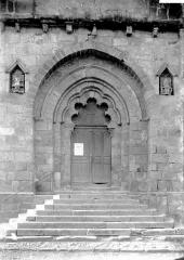 Eglise Saint-Pierre - Portail nord: arc polylobé