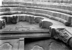 Eglise Saint-Pierre - Portail nord: intrados de la première archivolte