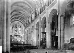 Cathédrale Saint-Jean et Saint-Etienne - Nef vue de l'entrée
