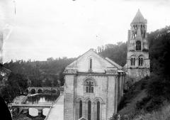 Ancienne abbaye - Ensemble est : Ponts sur la Dronne, abside et clocher de l'église